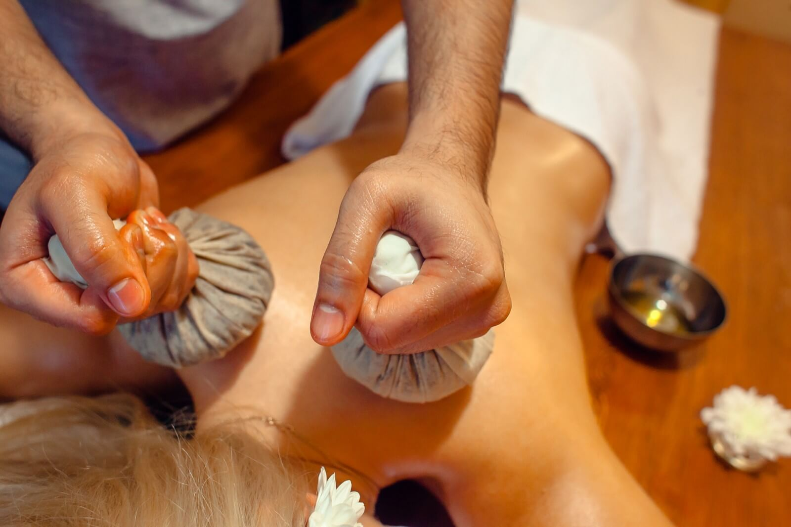 Травяными мешочками для массажа своими руками